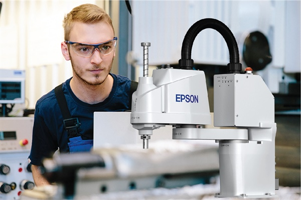Epson Robots Give Real World Experience to Students in TriCounty's Mechatronics Program